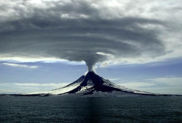 mt-augustine-alaska-2006-volcanic-eruption