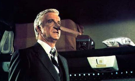 Leslie-Nielsen-in-Airplan-007